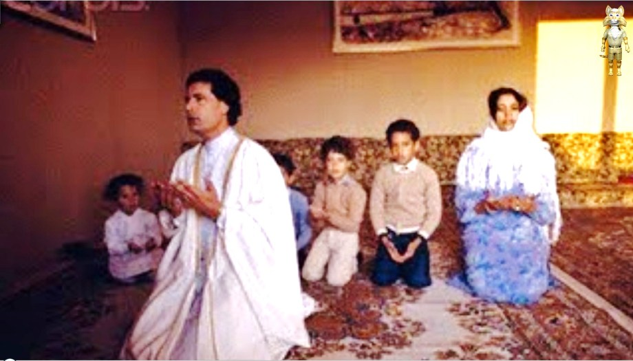 Gadhafi prays w young family
