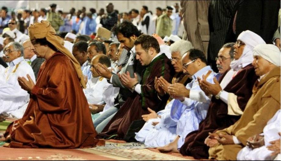 Mu prays in Mauritania