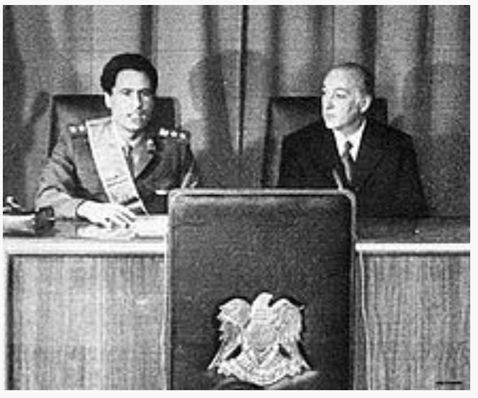 Mouammar Kadhafi avec José López Rega , en 1974.