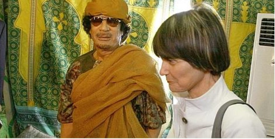 Micheline Calmy-Rey sous la tente du colonel Kadhafi Keystone, 13.06.10
