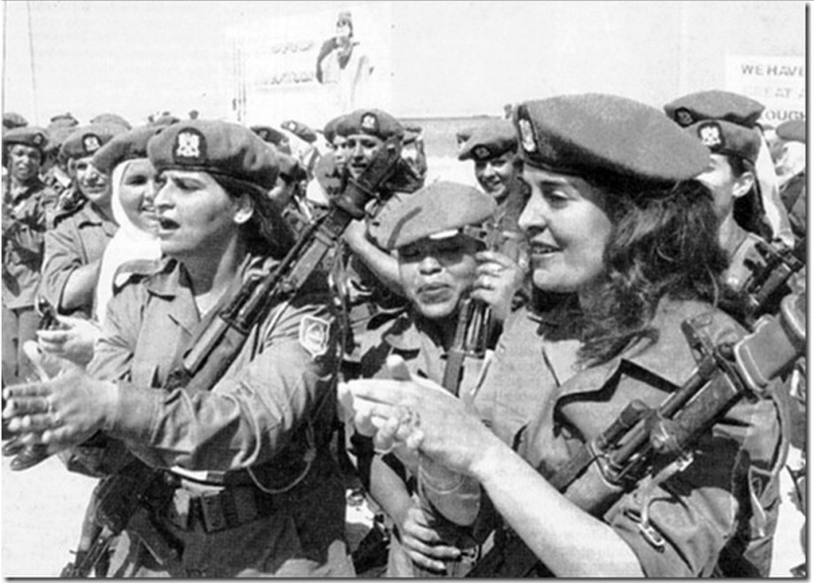 Early B & W pic of Mu's military women