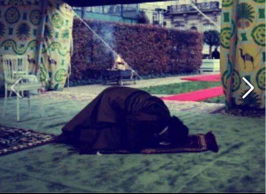 Mu prays in tent when he was in France DEC 2007
