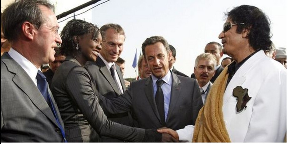 Mu w Sarkozy and French journalists