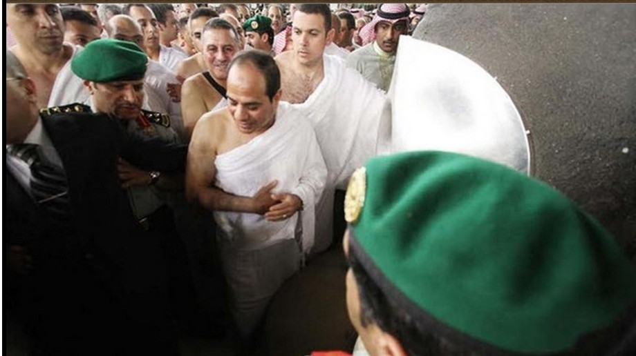 Sisi performs umrah