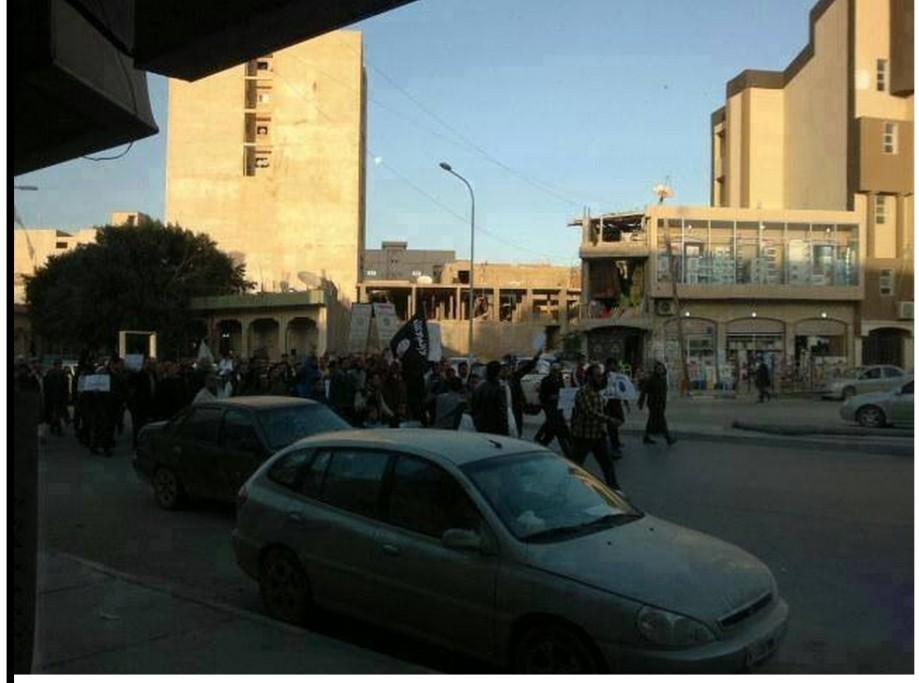 Daash wandering in the city of Zliten, 1