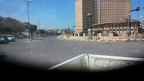 Close the main gate of the Central Mail and Hospital burns and Sidi Khalifa Street in TRIPOLI