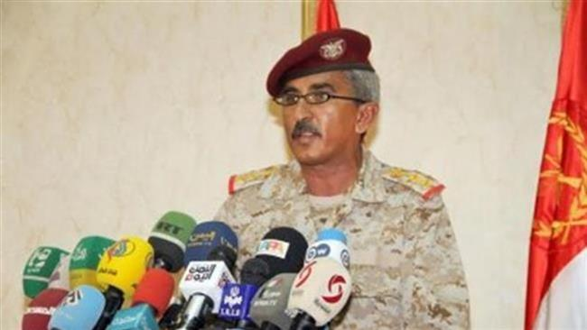 Colonel Sharaf Luqman, Yemen's army spokesman, addresses a news conference in the capital, Sana'a, on 09 April 2015