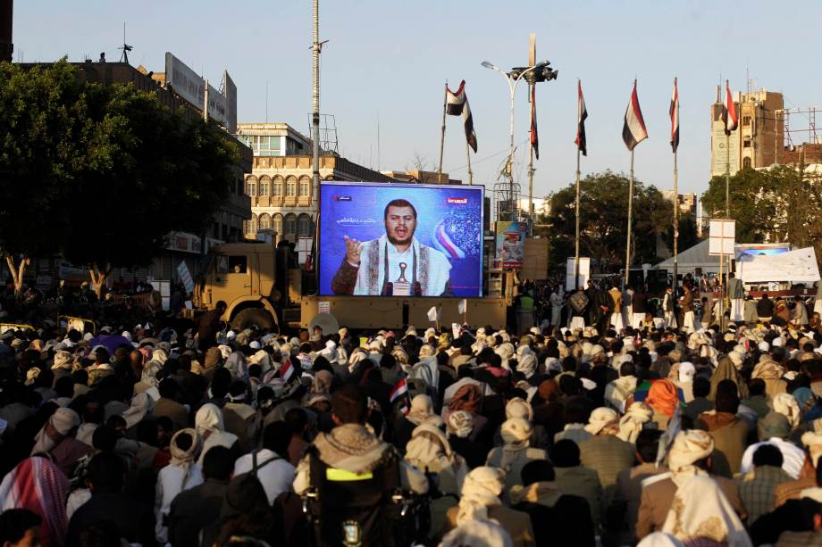 Shi'ite Houthi rebels watch a televised speech by their leader Abdul Malik al-Houthi in Sanaa
