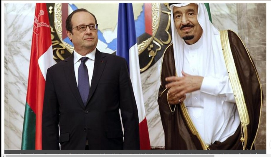 Hollande stands beside Saudi Arabia's King Salman bin Abdulaziz al-Saud during the Persian Gulf Cooperation Council summit in Riyadh 05 May 2015