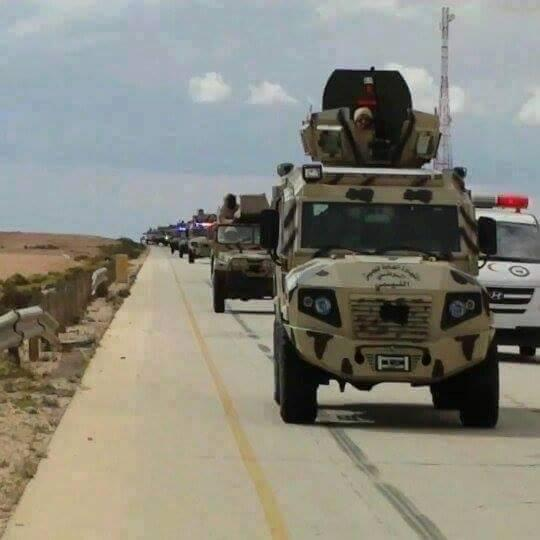 large army convoys on the road Mtugeat coast of Benghazi,monk, tanks, ambulances and military Kievh Nizbth, a large military force