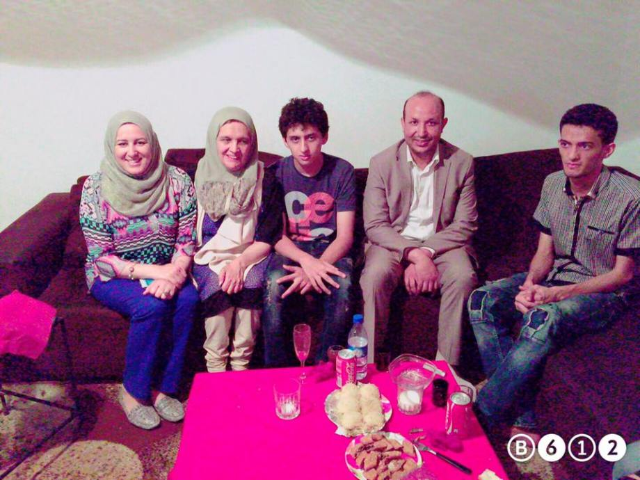 Nadzawi helps the 'cunieform' family displaced in Tunisia, 2