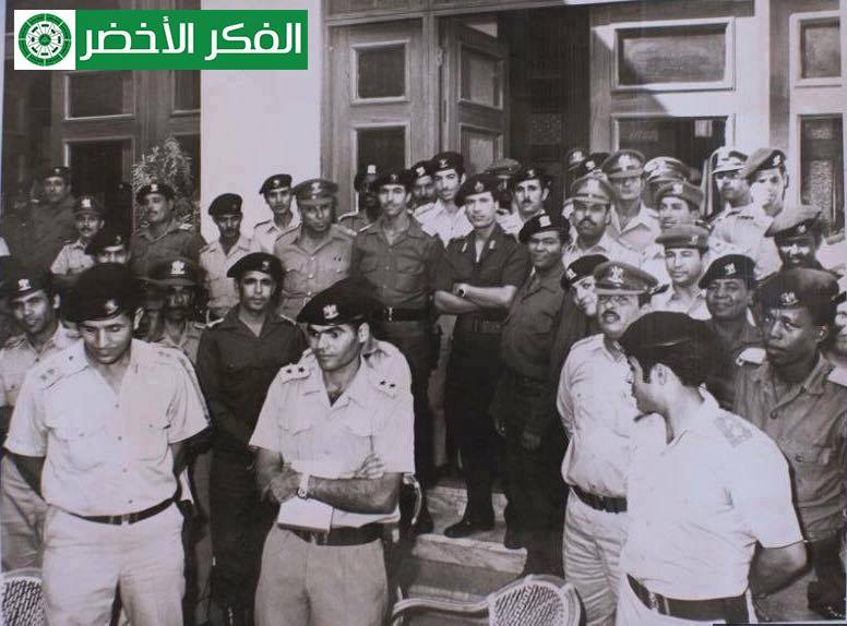 the officers al-Ouhdwin Liberal Itusthm Colonel Muammar al-Qmavi Voadat after the completion of the evacuation of the foreign bases 1970