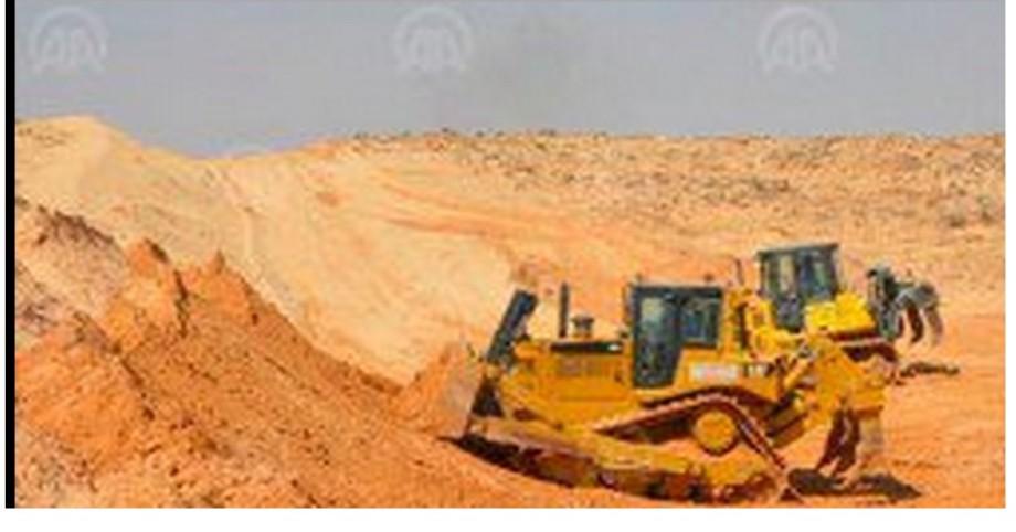 Building-Tunisian-berm on Libyan border
