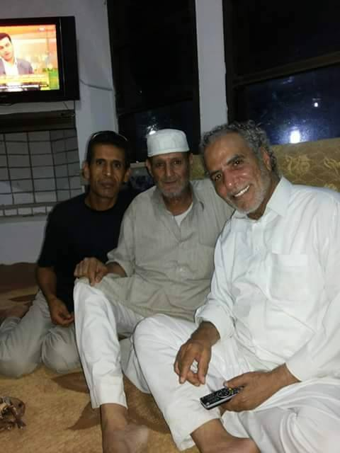 Mohamed Hassan, new image w friends