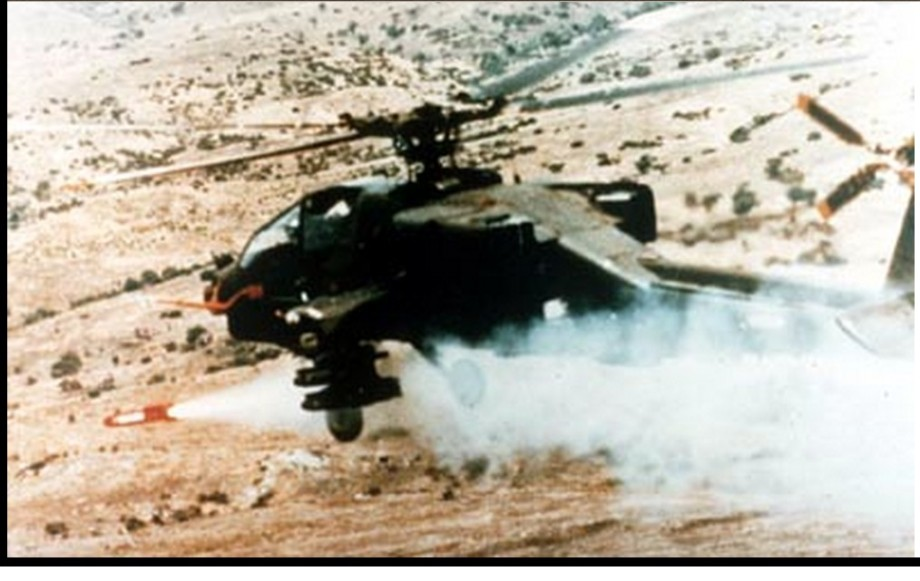 Apaché copter with 4 hellfire missiles