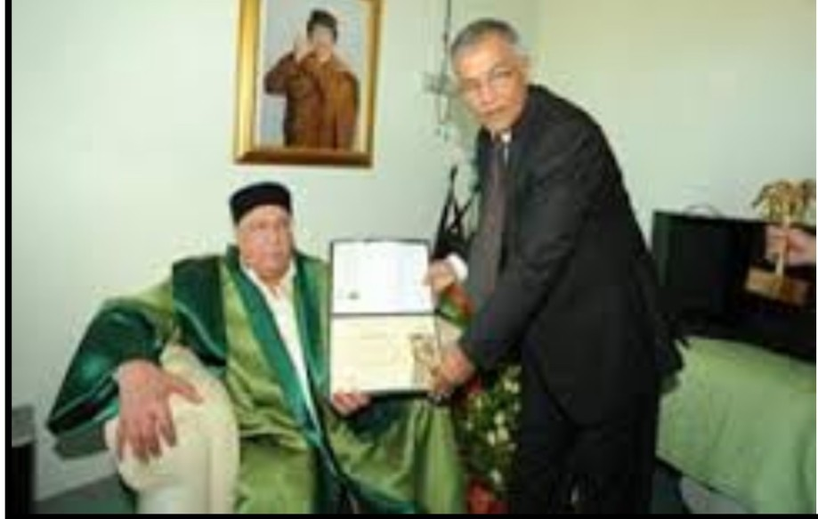 Ahmed elder Howitzer Blood receiving a literary award