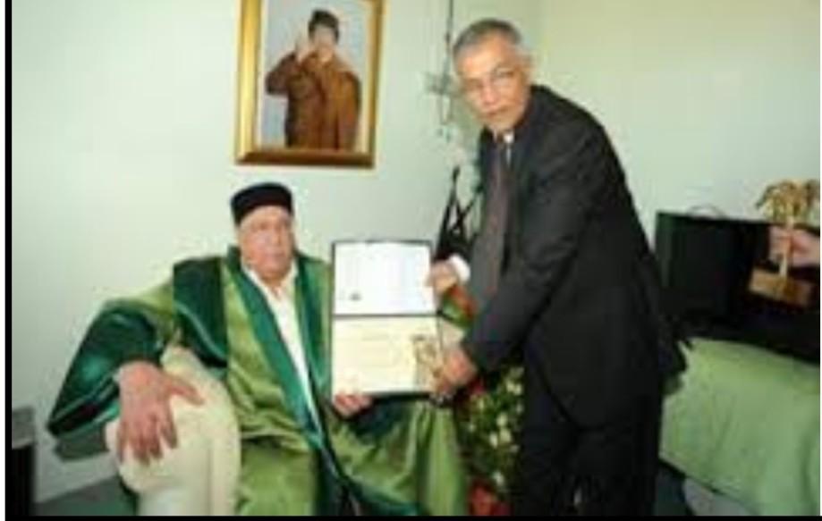 Ahmed elder Howitzer Blood receiving a literary award
