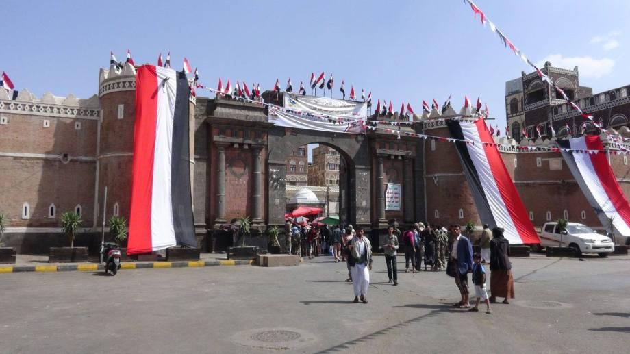 in front of Bab al-Yemen in Sana'a, 1