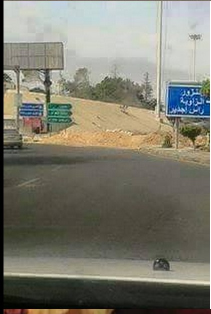 Rat militias close Coastal Road at Janzour