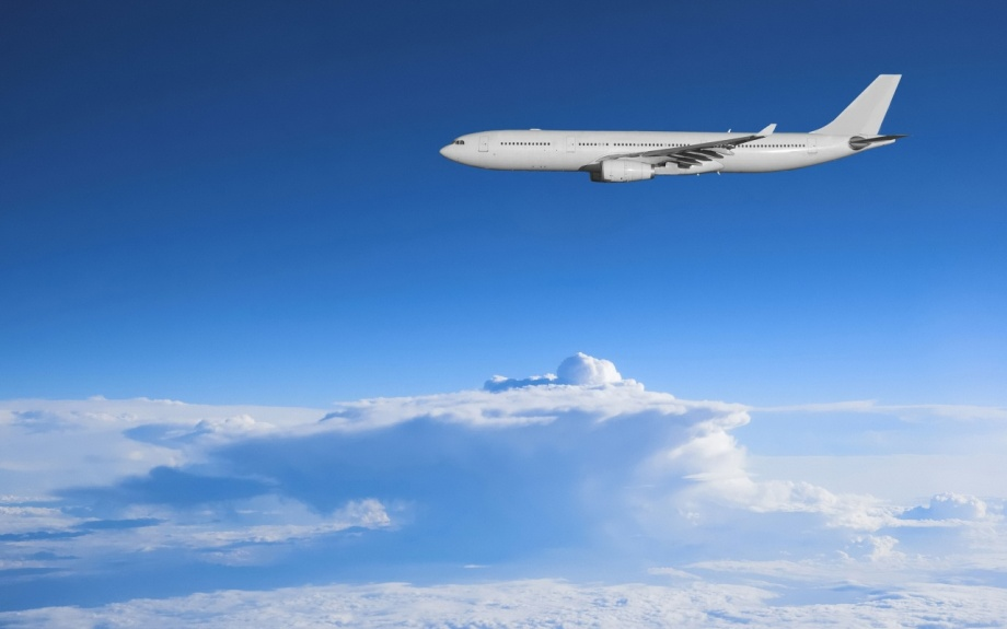 airliner over Sirte