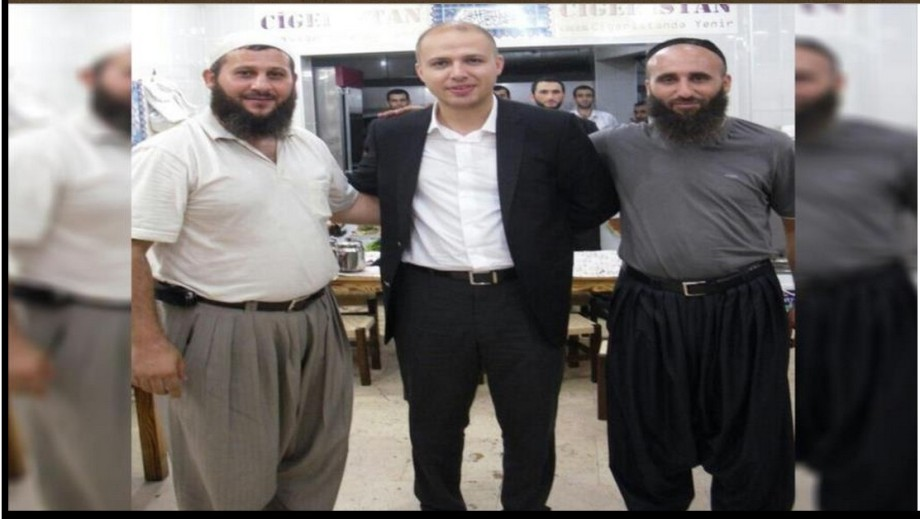 Bilal Erdogan, the Turkish president's son, and two leaders of the terrorist group EIIL ('Daash', in Arabic).