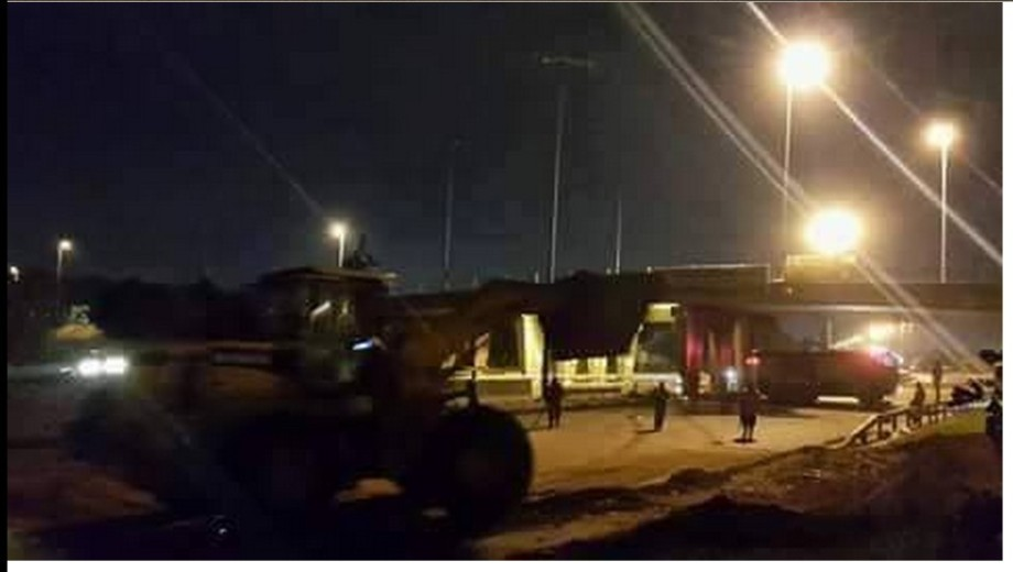 Removing concrete barriers and mounds of Education highway in TRIPOLI