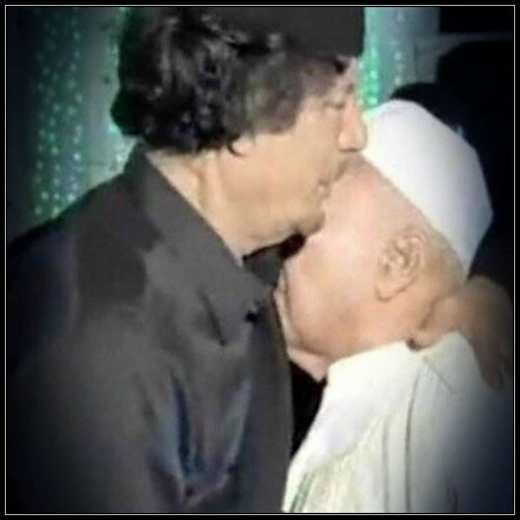 Mu kisses son of Omar Mucktar